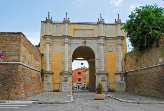 Porta Adriana arco a Ravenna - Movingitalia.it