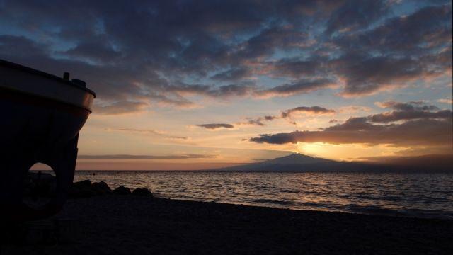 Tramonto in riva al mare a Reggio Calabria - Movingitalia.it
