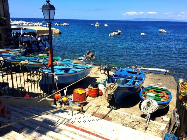 Barche e mare a Scilla - Movingitalia.it