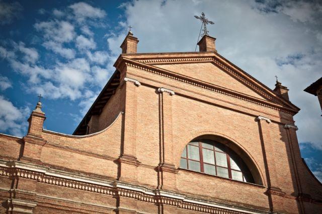 Facciata della chiesa a Correggio