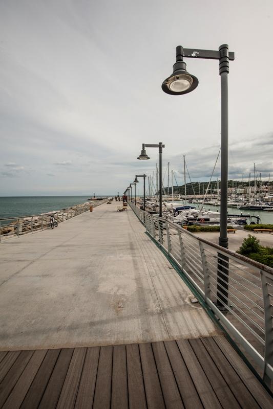 Passeggiata lungo mare a Riccione - Movingitalia.it