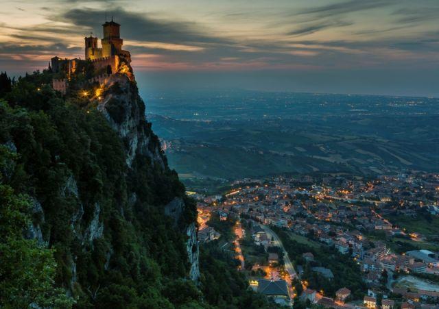 Veduta di La Rocca o Guaita e il paese di San Marino