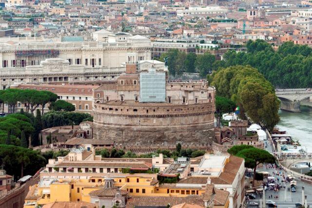 Vista del famoso Castello Angelo a Roma - Movingitalia.it