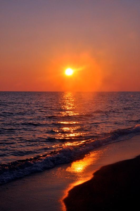Foto panoramica del tramonto in spiaggia a Roma - Movingitalia.it