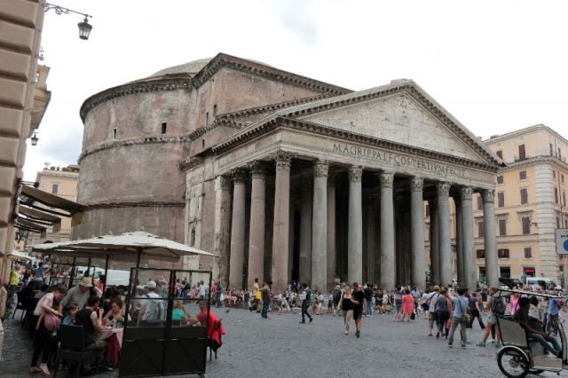 Pantheon a Roma - Movingitalia.it