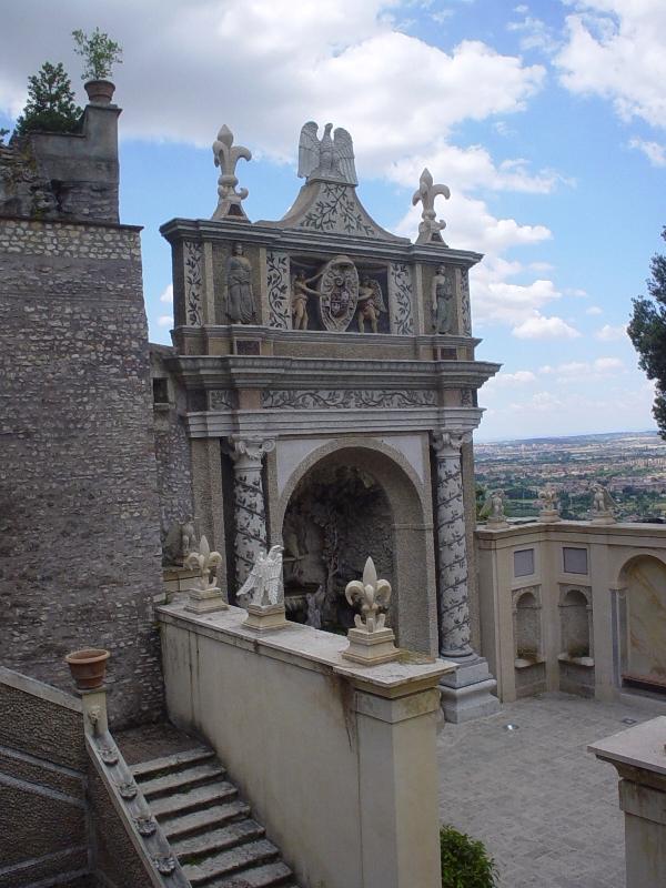 Primo piano del Castello di Tivoli