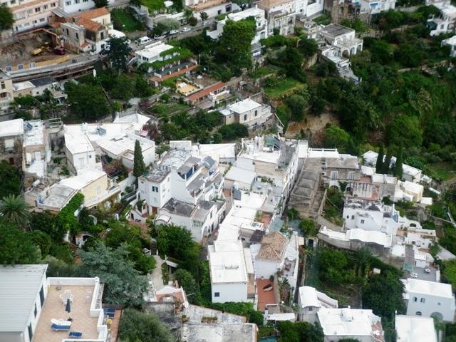Foto dall'alto della città di Amalfi - Movingitalia.it