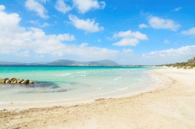 Foto panoramica del cielo e della spiaggia di Maria Pia ad Alghero