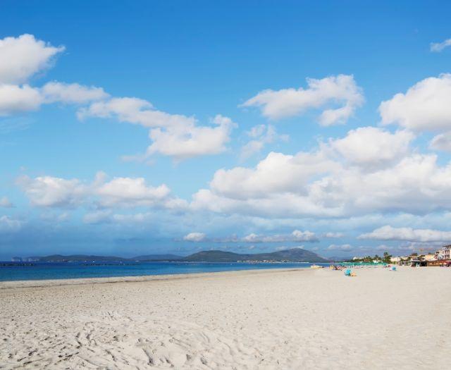 Spiaggia e cielo ad Alghero