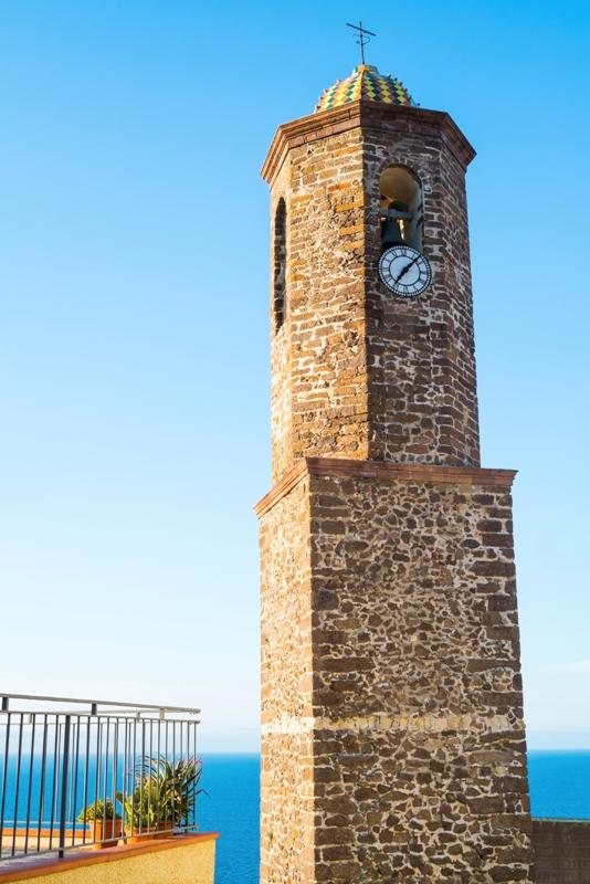 Chiesa di Sant'Antonio Abate il campanile a Castelsardo - Movingitalia.it