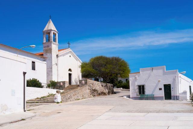 Chiesetta nell'isola dell'Asinara in Sardegna