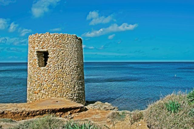 Piccolo Nuraghe nella Spiaggia di Sassari in Sardegna - Movingitalia.it