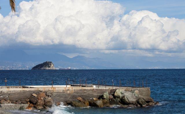 Porticciolo sull'isola di Bergeggi a Savona - Movingitalia.it