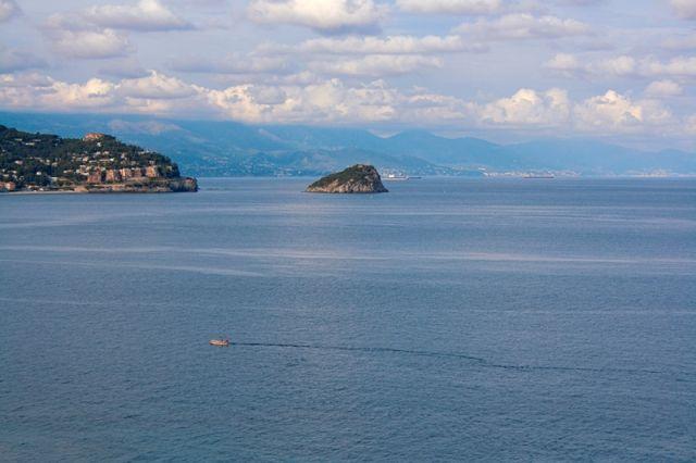 Mare e isola di Bergeggi a Savona - Movingitalia.it