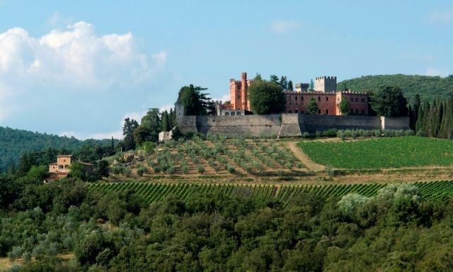 paesaggio idilliaco tra cui il Castello di Brolio nei pressi di Gaiole in Chianti - Movingitalia.it