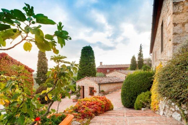 Il Borgo di Vescine e giardini in Toscana - Movingitalia.it