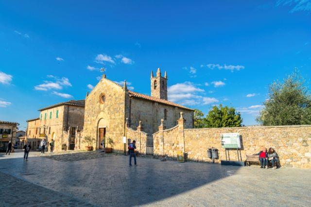 Chiesa Monteriggioni a Siena - Movingitalia.it