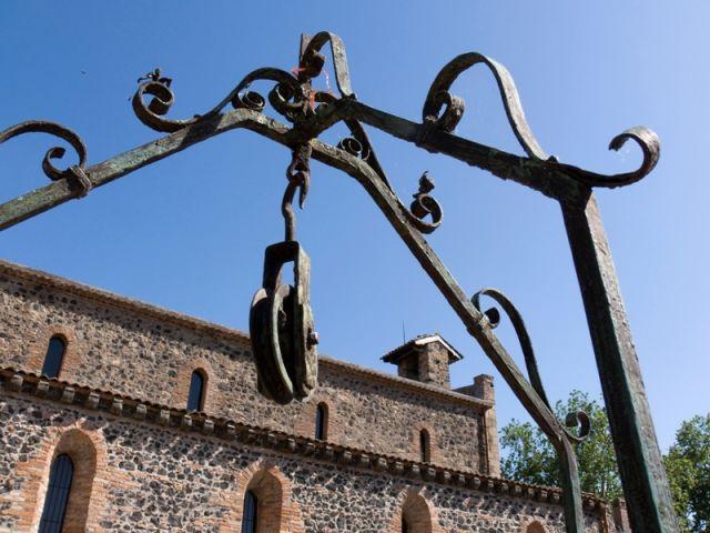 struttura in ferro battuto per l'acqua di pozzo a Siracusa - Movingitalia.it