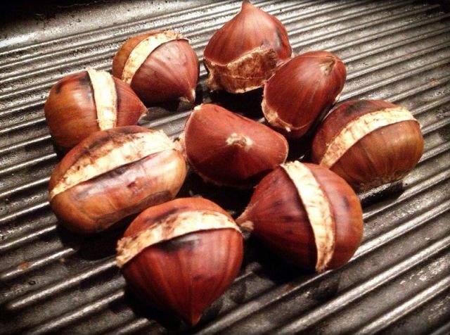 castagne arrosto Bellante - Movingitalia.it