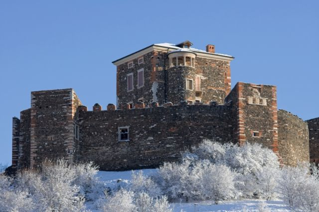 Castello di Arignano sotto la neve - Movingitalia.it