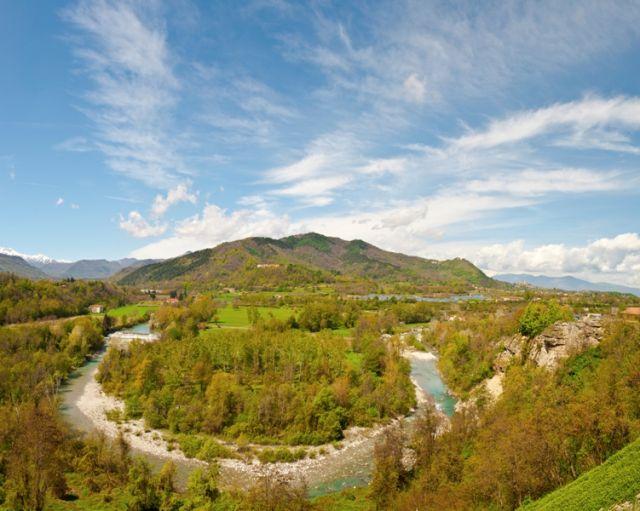 Fiume, ai piedi delle Alpi italiane, il Piemonte - Movingitalia.it