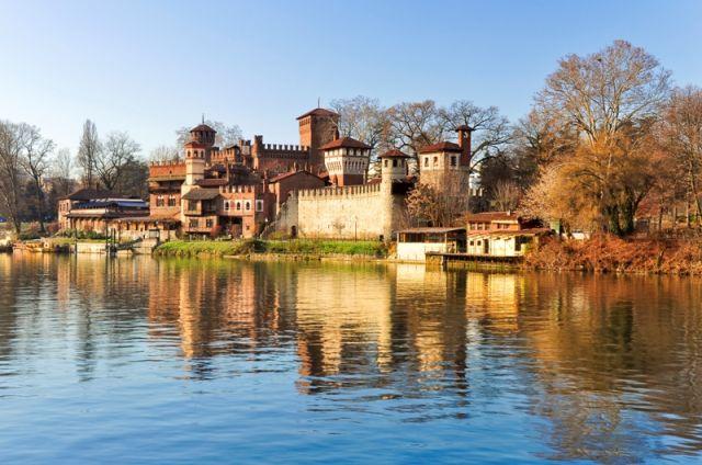 vista panoramica sul bellissimo borgo medievale costruito nel parco del Valentino - Movingitalia.it