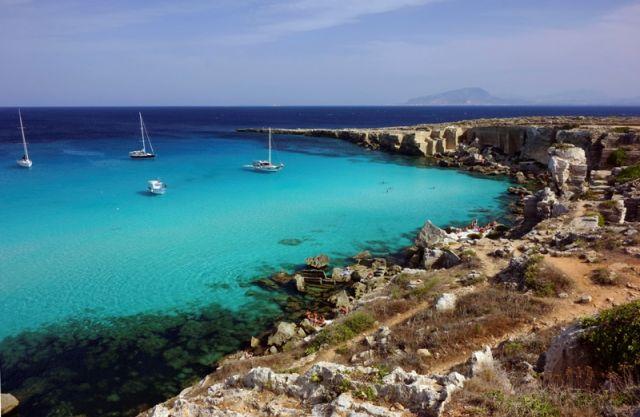 Spiaggia di Favignana nell'Isola di Pantelleria in Sicilia - Movingitalia.it