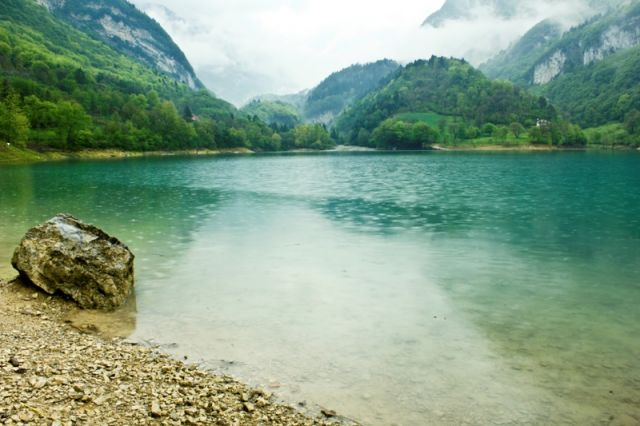 Foto panoramica del lago di Tenno