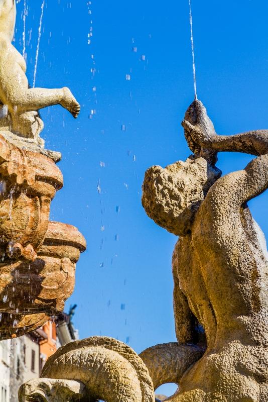 Particolare della fontana di Trento - Movingitalia.it
