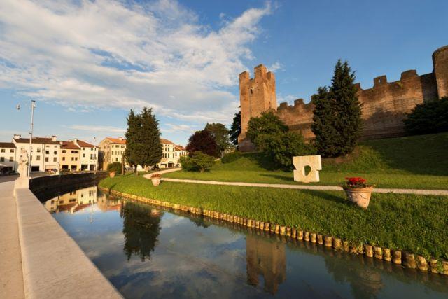Antiche mura di Castelfranco Veneto, lato nord (XII-XIII secolo) in provincia di Treviso, nel nord Italia