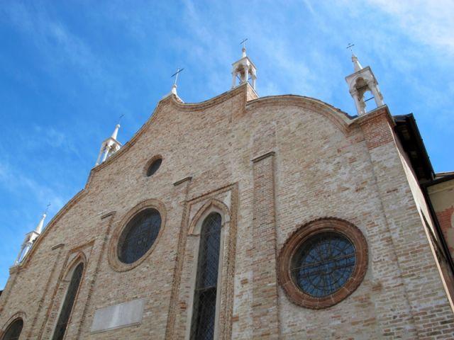 Facciata della chiesa in gotico veneziano a Treviso