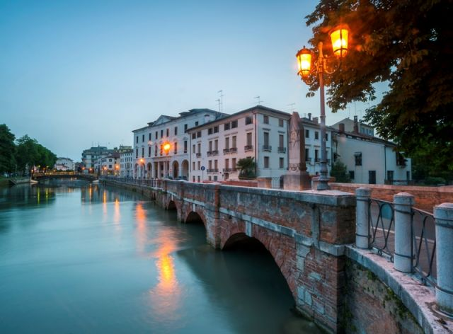 Ponte Dante a Treviso di sera - Movingitalia.it