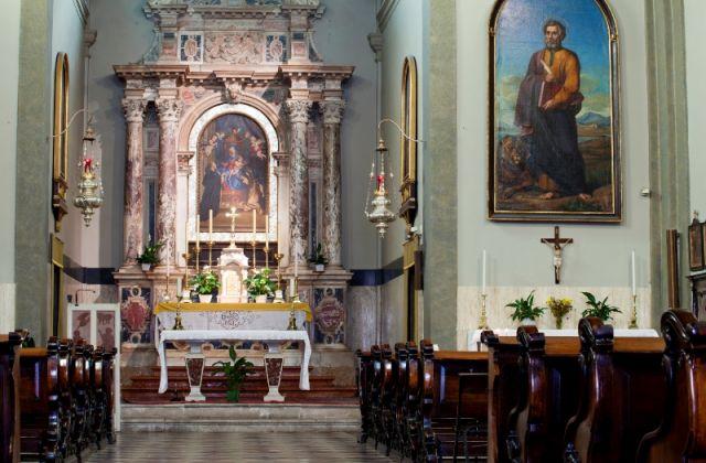 Dipinti all'interno della Chiesa di Trieste - Movingitalia.it