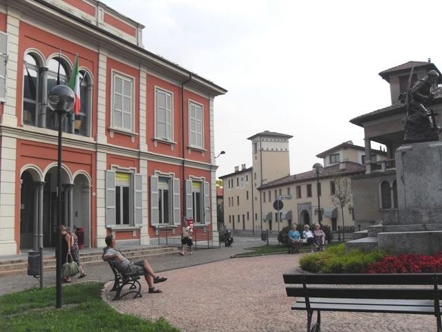 Piazza arcisate e municipio