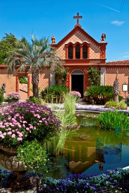 Piccola chiesetta giardini sull'Isola Madre in Piemonte - Movingitalia.it