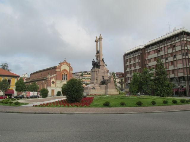 Monumento in centro a Gallarate