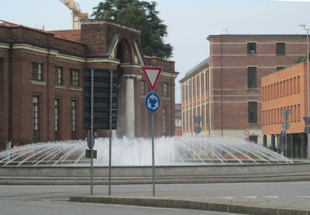 Fontana a zampillo a Gallarate vicino alla stazione ferrovie