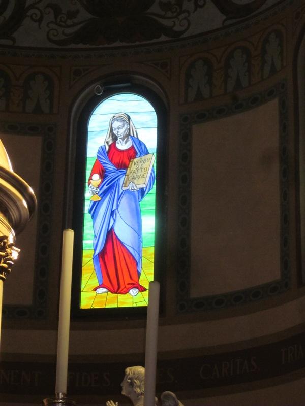 Vetrata con la Madonna Chiesa di S. Ambrogio - Varese - Movingitalia.it