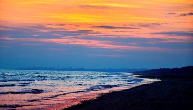 Tramonto sul mare di Caorle nel Veneto - Movingitalia.it