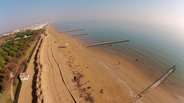 Foto dall'alto della spiaggia di Jesolo in Veneto