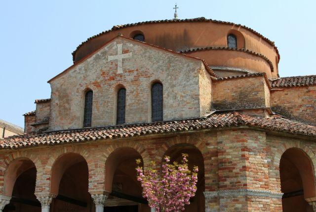 Chiesa Santa Fosca sull'isola di Torcello a Venezia - Movingitalia.it