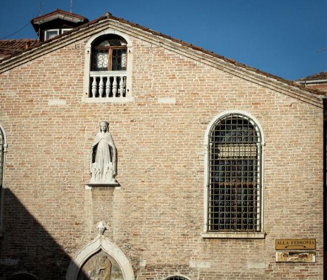 Facciata della Chiesa di Venezia - Movingitalia.it