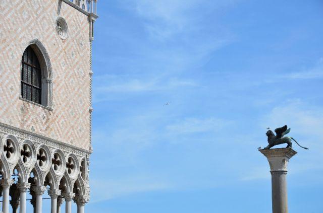 Palazzo Ducale con il leone di San Marco Venezia - Movingitalia.it