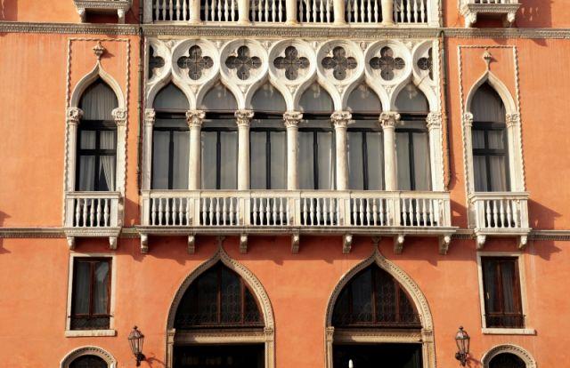 Finestre con Colonne  a Venezia - Movingitalia.it