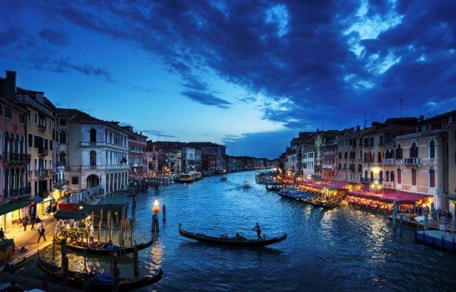 Foto panoramica del Gran Canal e Cielo a Venezia
