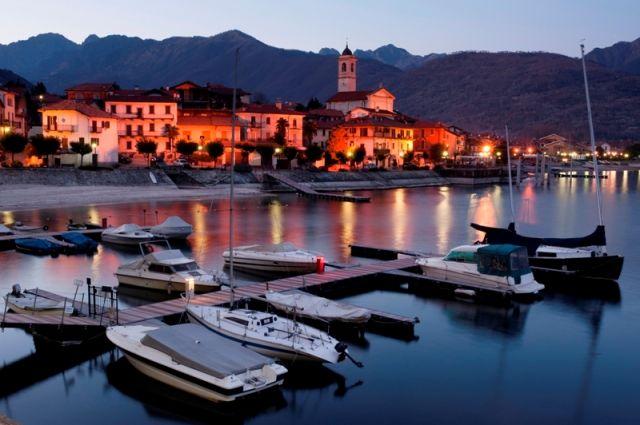 Città di Feriolo la sera e lago Maggiore