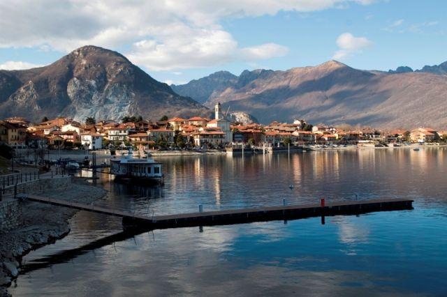 Foto panoramica del lago Maggiore Feriolo