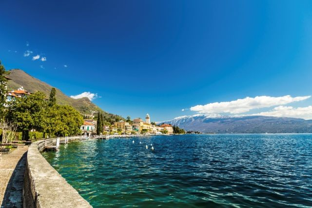 Foto panoramica del cielo e lago di Garda - Movingitalia.it