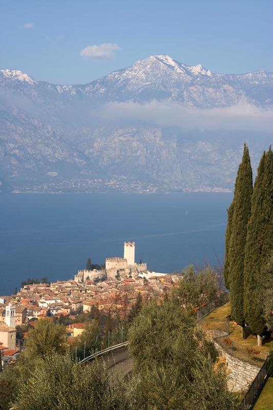 Foto dall'alto della città di Malcesine - Movingitalia.it
