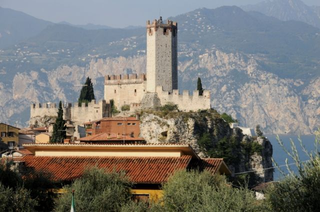 Foto panoramica del Castello di Malcesine - Movingitalia.it